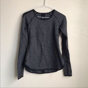 Lululemon size 6 long sleeve top